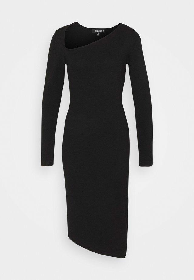 ASYMMETRIC NECK AND HEM MIDI DRESS - Pletené šaty - black