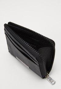 Armani Exchange - CREDIT CARD HOLDER - Monedero - black - 4