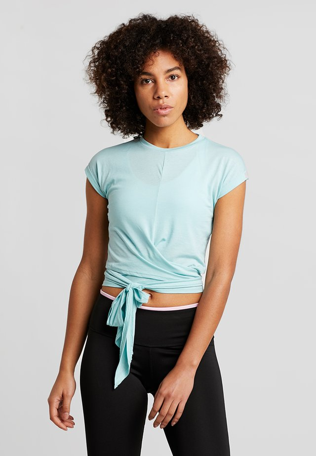 TESSA CROSS FRONT SLEEVE - Print T-shirt - aqua