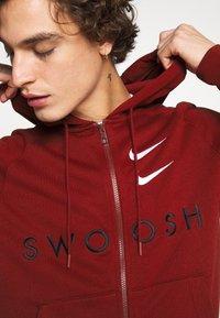 Nike Sportswear - HOODIE - Mikina na zip - team red - 3