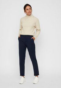 Vero Moda - VMMAYA LOOSE SOLID PANT  - Broek - night sky - 1