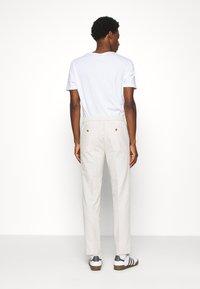 Banana Republic - WAIST PANT - Trousers - stone - 2