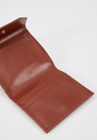 Royal RepubliQ - EMPRESS WALLET - Wallet - cognac - 6