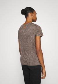 Opus - SIEKE FRECKLES - Print T-shirt - peanut - 2