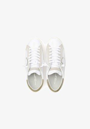 PARIS X IN CON SPOILER VERDE - Sneakers basse - bianco