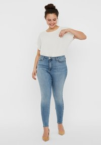 Vero Moda Curve - VERO MODA CURVE SKINNY FIT JEANS VMSOPHIACURVE HIGH WAIST - Jeans Skinny Fit - light blue denim - 1