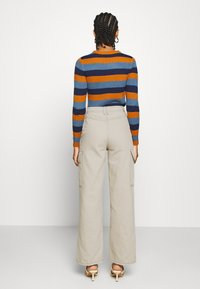 Topshop - STRAIGHT LEG SIDE POCKET TROUSERS - Trousers - stone - 2