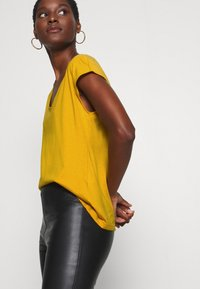 Anna Field - Basic T-shirt - golden yellow - 3
