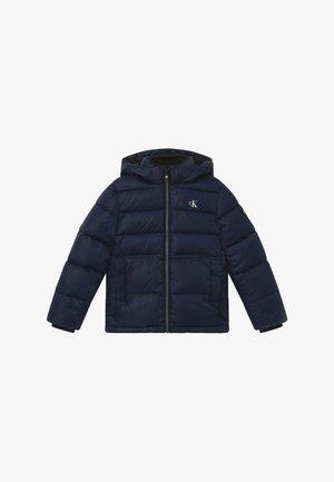 ESSENTIAL PUFFER JACKET - Zimní bunda - blue