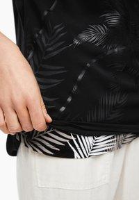 s.Oliver - MIT LAYERING-EFFEKT - Blouse - black placed print - 4