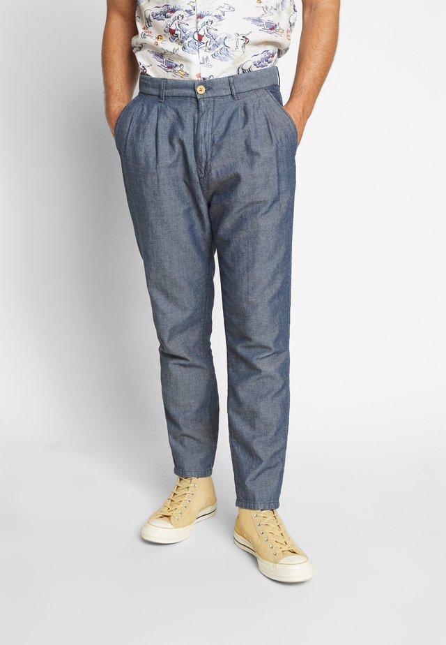 MODERN SUMMER PLEATED - Spodnie materiałowe - bleu