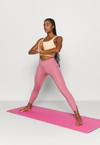 Nike Performance - YOGA CORE CUTOUT 7/8 - Leggings - desert berry/light arctic pink - 1
