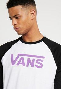 Vans - CLASSIC RAGLAN CUSTOM FIT  - Langarmshirt - white-black-dewberry - 4