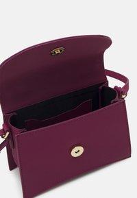 Topshop - MINI XBODY WITH CHAIN - Handbag - raspberry - 2