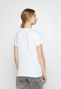 Levi's® - THE PERFECT TEE - T-shirt print - white - 2