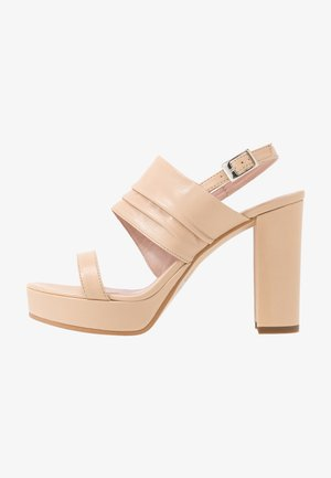 High heeled sandals - braun