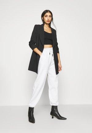 CLASSIC JOGGERS - Pantalones deportivos - grey marl