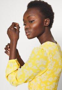 Lauren Ralph Lauren - PRINTED DRESS - Denní šaty - true marigold - 3