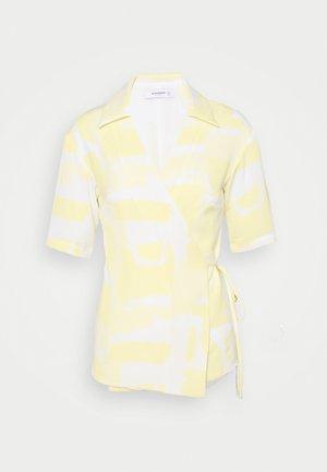 STUDIO WRAP OVER KIMONO WITH TIE DETAIL - Pusero - soft yellow