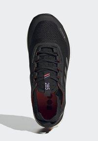 adidas Performance - TERREX AGRAVIC GORE-TEX BOOST TRAIL RUNNING - Løpesko for mark - black - 1