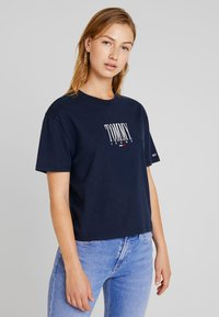 Tommy Jeans - EMBROIDERY GRAPHIC TEE - Print T-shirt - black iris - 0
