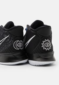 Nike Performance - KYRIE 7 UNISEX - Basketball shoes - black/white/off noir/chile red - 5