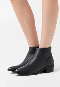Selected Femme - SLFELLEN BOOT - Classic ankle boots - black - 0