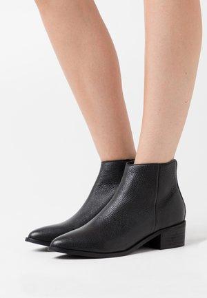 SLFELLEN BOOT - Kotníkové boty - black