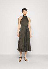Samsøe Samsøe - RHEO DRESS - Koktejlové šaty/ šaty na párty - olive - 0