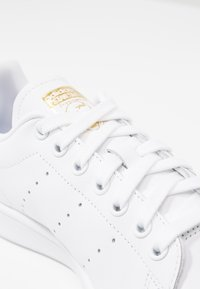 adidas Originals - STAN SMITH - Baskets basses - footwear white/gold metallic - 2