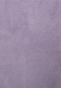 Hollister Co. - REVERSIBLE SHERPA - Bluza z polaru - purple/grey - 2