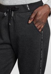 Cartoon - Pantalon classique - schwarz/grau - 3