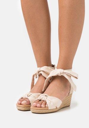 YARROW - Sandály na platformě - natural