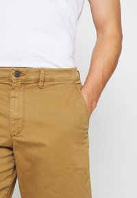 GAP - IN SOLID - Shorts - palomino brown global - 4