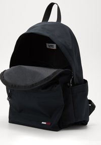 Tommy Jeans - TJM CAMPUS  BACKPACK - Tagesrucksack - black - 4