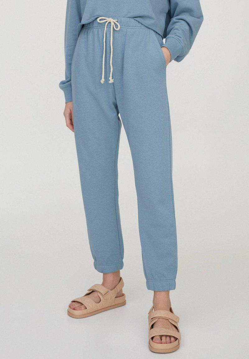 PULL&BEAR - Pantaloni sportivi - blue