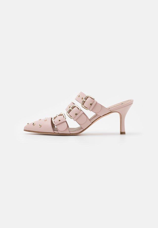 SHOES - Pantofle na podpatku - nude