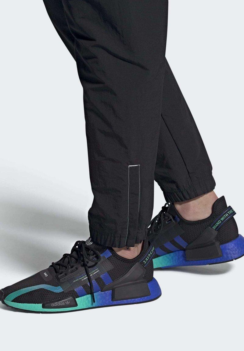 adidas Originals - NMD_R1 V2 SHOES - Sneakers basse - black