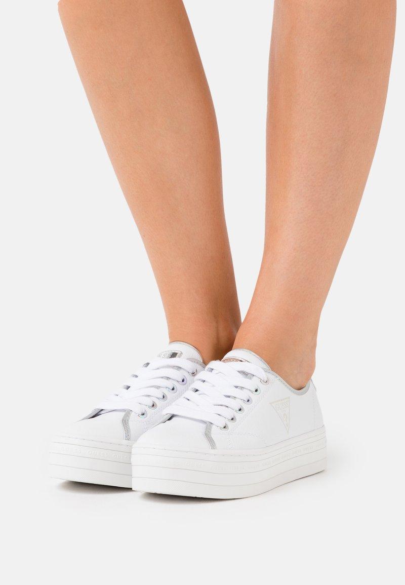 Guess - I-BUDDI - Baskets basses - white