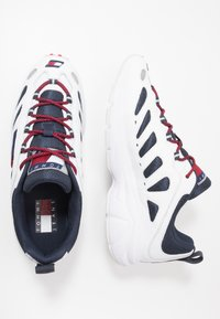 Tommy Jeans - HERITAGE RETRO - Trainers - white/dark blue - 1