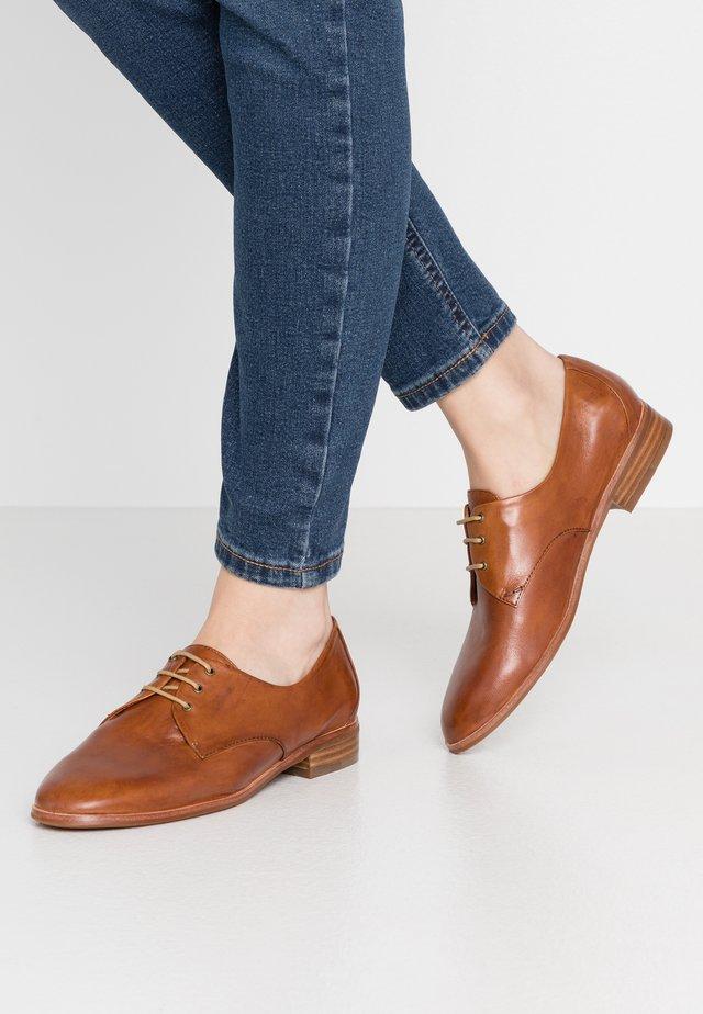 Šněrovací boty - terra
