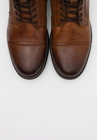 Jack & Jones - JFWRUSSEL WARM  - Lace-up ankle boots - cognac - 4