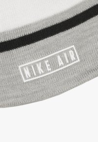 Nike Sportswear - STRIPE BEANIE GLOVE SET - Handsker - grey heather - 4