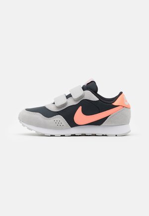 VALIANT  - Trainers - off noir/atomic pink/grey fog/white