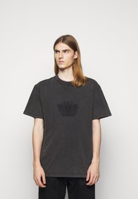 Han Kjøbenhavn - BOXY TEE - Print T-shirt - faded dark grey - 0