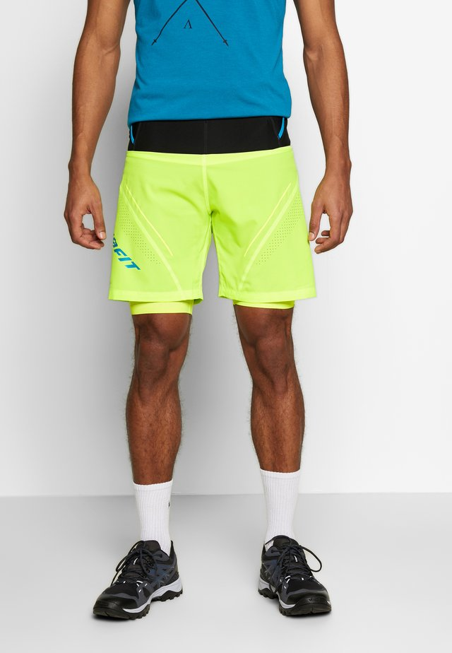 ULTRA SHORTS - Korte broeken - fluo yellow