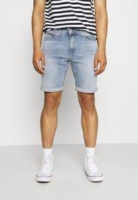 Tommy Jeans - SCANTON SLIM  - Denim shorts - hampton - 0