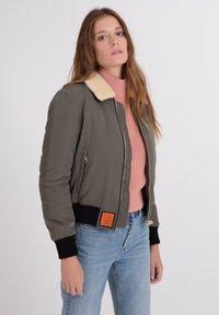 Bombers - BARCELONE - Winter jacket - khaki - 3