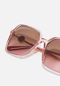 Versace - Zonnebril - transparent pink - 4