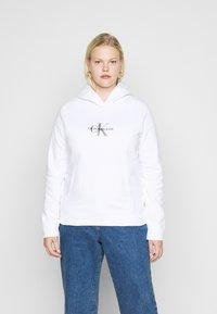 Calvin Klein Jeans Plus - GLITTER MONOGRAM HOODIE - Sweatshirt - white - 2